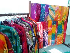 Batik Geblek Renteng sebagai batik khas Kulonprogo semakin berkembang. Sentra batik Kulonprogo yang berada di Kecamatan Lendah semakin kreatif dalam pewarnaan dan pilihan design yang variatif