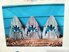 Image only. don't know where this came from, but love it for casual seaside garden art from scrapped wood. Beach Theme Garden, Backyard Beach, Seaside Garden, Seaside Theme, Coastal Gardens, Beach Gardens, Beach Cottage Decor, Coastal Homes, Nautical Theme