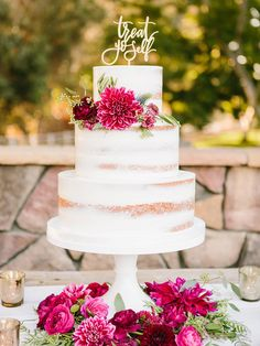 Choose a caterer who has experience cooking and serving guests in an outdoor wedding setting. Confirm the proper electricity is present to keep your caterer cooking and up to code.