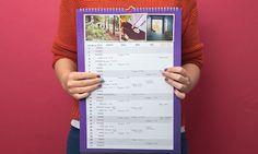 Joululahjaidea: perheen aikatauluvastaavalle perhekalenteri omilla kuvilla! Oma sarake viiden perheenjäsenen menoille, mikana nimi- ja liputuspäivät. http://www.ifolor.fi/inspire_joululahjaidea_saajansa_nakoinen_kalenteri