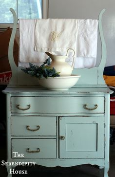 cottage instincts: ::Antique Wash Stand and Dry Sink:: So pretty. The color, and the beautiful linens Furniture Makeover, Diy Furniture, Furniture Design, Furniture Cleaning, Primitive Furniture, Modular Furniture, Furniture Websites, Urban Furniture, Furniture Removal