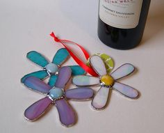 Wine Bottle Gift Tag Spring Flowers Stained Glass by GlassByKat Cute in fused glass too! Stained Glass Flowers, Fused Glass Art, Mosaic Glass, Wine Bottle Gift, Wine Gifts, Kiln Formed Glass, Glass Craft, Bottle Necklace, Stained Glass Projects