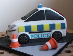 https://flic.kr/p/9rkora | Police car birthday cake