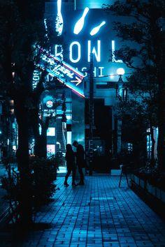 Blue Aesthetic Grunge, Light Blue Aesthetic, Night Aesthetic, City Aesthetic, Aesthetic Bedroom, Aesthetic Outfit, Dark City, Blue City, Photo Bleu