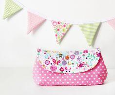 rosane Schminktasche mit süßen kleinen Bienchen und Schmetterlingen <3 #naehfein #handmade #mitvielliebe #schminktasche #kosmetiktasche
