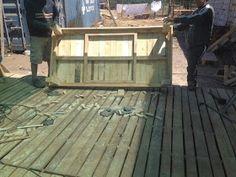"""Decoy construcción"" furniture with recycled pallets Recycled Pallets, Wood Pallets, Cedar Playhouse, Diy Pallet Furniture, Play Houses, Recycling, Deck, Outdoor Decor, Table"