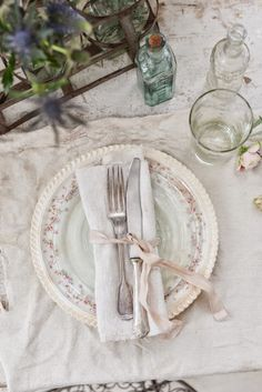 Valdirose, in the tuscan hills, at 15 minutes from Florence downtown, an old family mansion welcomes you to its 6 charming rooms. Simply Wedding Dress, The Bell Jar, Bell Jars, Cider House, Wedding Place Settings, Shabby Vintage, Shabby Chic, Table Arrangements, Time To Celebrate