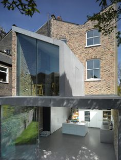 / RECYCLED HOUSE, London, by Roberts Dye Architects. Residention extension on a victorian house, brick and concrete. Contemporary Architecture, Amazing Architecture, Architecture Details, Interior Architecture, Glass Extension, Rear Extension, Architecture Foundation, Recycled House, Residential Architect