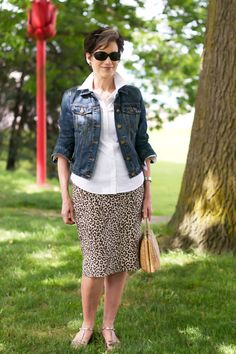 White buttoned shirt UNtucked, over leopard-print linen pencil skirt! Denim jacket, wicker purse, low-contrast sandals. May I look this awesome in my 70s!