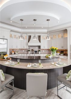 Kitchen Remodel Ideas - Browse our kitchen renovation gallery with traditional to modern to beachy kitchen design inspiration. Luxury Kitchen Design, Best Kitchen Designs, Luxury Kitchens, Cool Kitchens, Concept Kitchens, Tuscan Kitchens, Custom Kitchens, Home Decor Kitchen, Kitchen Interior