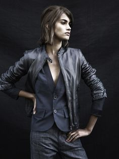 styling a leather jacket with a tailored vest--contrasts! G-Star Raw Vogue Netherlands Fashion News, Fashion Beauty, Womens Fashion, Vogue, Tomboy Chic, Mein Style, Raw Denim, G Star Raw, Neue Trends