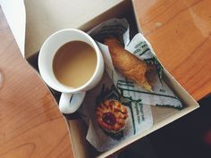 'Bustelo' afternoon coffee with Puerto Rican pastries. (Quesitos + coconut macaroon)