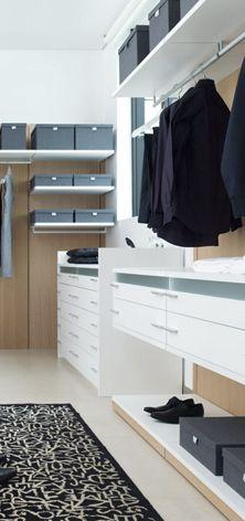 Modern Walk in Closet. - Grupo Porcelanosa