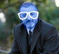 Nuestra vida en imágenes Kurt Cobain, Cat Eye Sunglasses, Suit Jacket, Culture, People, Books, Fictional Characters, Writers, Films