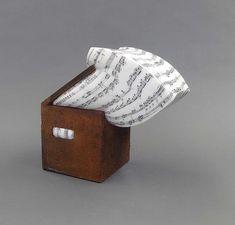 Lluís Cera Music Box Marmol Carrara, hierro 38 x 23 x 37 cm