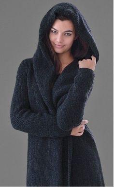 Уютное пальто с капюшоном описание. Вязание пальто Darkness |
