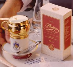 Caffè Florian's exclusive blend of only the finest Arabica Coffee. Intense, well-balanced aroma. Florian proposes it in a pratical and elegant package of 250 gr - 8,8 oz #coffee #caffè #cafè #florian #venezia