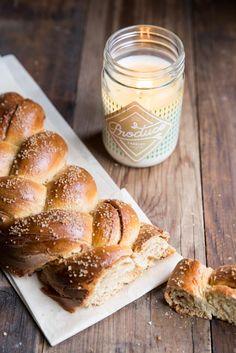 cinnamon roll challah recipe • theVintageMixer.com @vintagemixer