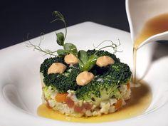 Una de las opciones #veganas de la carta de #lacuinarestaurant Tartar de  verduras, jugo de tomate asado y chile habanero