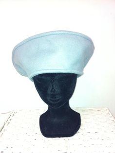 Grijs fleece Nora hoed door FoxandThimble101 op Etsy https://www.etsy.com/nl/listing/211992449/grijs-fleece-nora-hoed