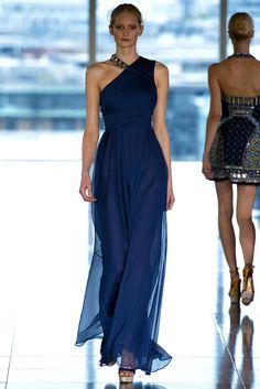 Matthew Williamson Spring 2013 Ready-to-Wear Fashion Show - Katrin Thormann Blue Fashion, Fashion Week, High Fashion, Fashion Show, London Fashion, Dress Fashion, Review Fashion, Matthew Williamson, Beautiful Gowns