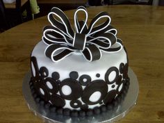 I might re-create this cake for a black and white party I am going to this year... what do you guys think?