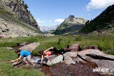 lugares_imprescindible_pirineo_aragones_niños Secret Places, Rock Climbing, Spain, Relax, Camping, Mountains, Sierra, Bikini, Koh Tao