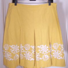 Ann Taylor yellow linen/cotton blend pleated A-line skirt with white floral embroidery Misses size 12
