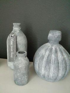 Glazen flessen voorzien van muurvuller