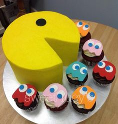 Pac Man Cake-pinned just cause it's too hilarious! Pac Man Cake-pinned just cause it's too hilarious! Bolo Pac Man, Pac Man Cake, Men Cake, Fancy Cakes, Cute Cakes, Bolo Super Man, Cake Cookies, Cupcake Cakes, Ghost Cupcakes