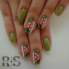 Modelos e fotos de unhas decoradas com esmalte verde para inspiração Cute Spring Nails, Spring Nail Art, Summer Nails, Daisy Nails, Flower Nails, Fingernail Designs, Cool Nail Designs, Green Nail Art, Dream Nails