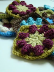 Puff stitch grannies, I want to learn this!