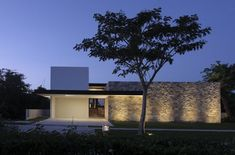 Designed by Augusto Quijano Arquitectos, Casa Q house is a private weekend house located in Merida, Yucatan, Mexico. The intention of this house is to Residential Architecture, Contemporary Architecture, Architecture Design, Contemporary Homes, Modern Exterior, Exterior Design, Style At Home, Modern House Facades, Facade Lighting