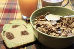 Ein tolles Frühstücksbild von Johanna: Cranberry-Müsli mit Kürbiskernen, dazu Pandabrot.