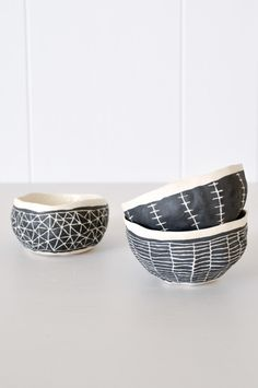 Hand-pinched bowl in black and white from Brooklyn artist Suzanne Sullivan. Pinch pots with slip scraffito Ceramic Tableware, Ceramic Clay, Ceramic Bowls, Ceramic Pottery, Stoneware, Ceramic Jewelry, Sgraffito, Sculptures Céramiques, Pottery Classes