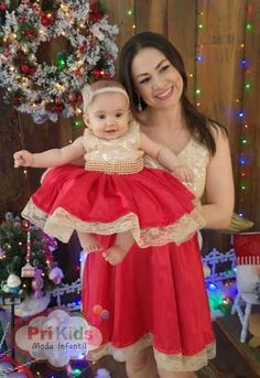 Smiling mother with smiling baby daughter Mom Daughter Matching Outfits, Mommy Daughter Dresses, Mother Daughter Fashion, Mommy And Me Outfits, Family Outfits, Girl Outfits, Baby Girl Party Dresses, Baby Dress, Flower Girl Dresses