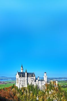 Be in awe with some of Europe's beautiful castles that will tickle your wanderlust! Read this article now or pin it for later.