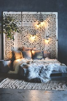 Boho bedroom furs Gawd, do I ever love this lush, bohemian chic bedroom! The won - burcu kaya - - Boho bedroom furs Gawd, do I ever love this lush, bohemian chic bedroom! The won - burcu kaya Dream Rooms, Dream Bedroom, Home Bedroom, Modern Bedroom, Bedroom Furniture, Budget Bedroom, Modern Bohemian Bedrooms, Furniture Plans, Bedroom Wall