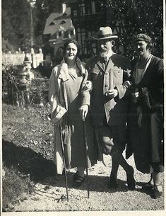 King Ferdinand of Romania with daughters Elisabeth and Marie ( Mignon ) Queen Victoria Family, Princess Victoria, Adele, Montenegro, Romanian Royal Family, Leslie Howard, Peles Castle, Princess Alexandra, Kingdom Of Great Britain