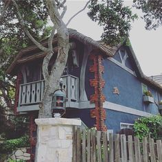 #beautifulhouses on #oceanavenue #carmelbythesea #cantgetenough #strollingaround #couldbethereforever #carmellocals #montereybaylocals - posted by  https://www.instagram.com/iseultinsweetsorrow - See more of Carmel By The Sea, CA at http://carmellocals.com