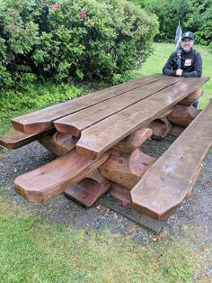 New Wood Patio Dining Table Floors Ideas Handmade Wood Furniture, Rustic Outdoor Furniture, Outdoor Garden Furniture, Outdoor Decor, Antique Furniture, Picnic Table Plans, Picnic Tables, Patio Tables, Patio Dining