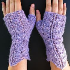 Queen Anne's Lace Fingerless Gloves - Free Pattern