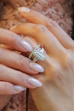 Fabulous Wedding Rings That All Women Adore ★ wedding rings unique modern diamond wedding set Violet Plant, Diamond Wedding Sets, Hand Chain, Unique Rings, Got Married, Wedding Rings, Engagement Rings, Detail, Vintage