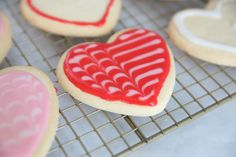 This yummy and forgiving glace icing recipe is perfect for decorating all kinds of cookies - move aside, royal icing! Best Sugar Cookie Icing, Owl Sugar Cookies, Iced Cookies, Royal Icing Cookies, Holiday Treats, Holiday Recipes, Holiday Decor, Glace Icing, Kinds Of Cookies
