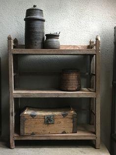 Oud houten schap rek keukenrek kast planken landelijk bakkersrek broodrek  boerenkeuken winkelkast keukenkast