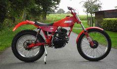 Fantic 240 4T con motor Honda CM200 modificada artesanalmente