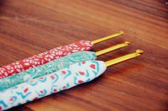 19 Ideas For Crochet Jewelry Diy Hooks Polymer Clay Pens, Polymer Clay Projects, Polymer Clay Creations, Diy Crochet Hook, Crochet Tools, Crochet Yarn, Easy Crochet, Crochet Handles, Diy Hooks