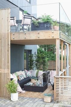 Une terrasse pour les constructeurs d\'été et d\'automne. Pergola Patio, Pergola With Roof, Diy Patio, Backyard, Patio Ideas, Covered Pergola, Pergola Swing, Pool Ideas, Garden Ideas