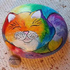 Rengarenk bir günaydın... Colorful good morning... #taşboyama #stonepainting #rockpainting #pebblepainting #pebbleart #piedraspintadas #sassidipinti #cat #cats #colorful