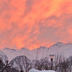 Red sky at night. #austrianalpinegetaways #kaprun #ski  #zellamsee #zellamseekaprun #kaprunzellamsee #kitzsteinhorn #maiskogel  #austrianalps  #austria #österreich  #wanderlust #fernweh #seetheworld #travelphotography  #snow  #travel #mountainlife #photooftheday  #theglobalwanderer #bucketlist  #discoveraustria #365austria #österreich #austriavacations #visitaustria  #austrianblogger  #travellerau #tw #pin Zell Am See, Alpine Village, Wanderlust, Adventure, Mountains, Nature, Travel, Kaprun, Voyage